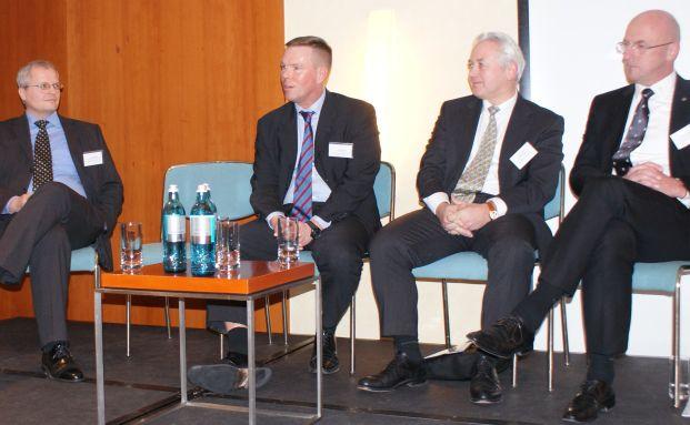 von links: Volkmar K&uuml;bler, Gesch&auml;ftsf&uuml;hrer des DIK Deutsches <br> Institut f&uuml;r Kapitalanlagen; Lars Tegtmeier, <br> Gesch&auml;ftsf&uuml;hrer der TKL.Fonds GmbH; J&uuml;rgen Raeke, <br> Gesch&auml;ftsf&uuml;hrer von Berenberg Private Capital; <br> und Jens-Peter Gieschen, Fachanwalt f&uuml;r Banken- und <br> Kapitalmarktrecht und Gr&uuml;ndungspartner der <br> Anwaltskanzlei KWAG.