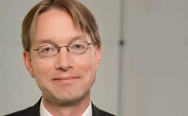 Ulrich von Auer ist Investmentspezialist und Portfoliomanager bei der Privatbank J.P. Morgan in Deutschland. Er ist promovierter Volkswirt und spricht regelmäßig auf Konferenzen über Konjunktur und Kapitalmärkte.