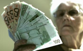 Eine Pflegebedürftigkeit ist teuer: Monatlich beträgt die Pflegelücke zwischen 1.700 und 2.400 Euro. Foto: Panthermedia