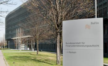 Das Bafin-Gebäude: Die Finanzaufsicht klärt über Änderungen im WpHG nach dem Inkrafttreten des Ersten Finanzmarktnovellierungsgesetzes auf. Foto: Kai Hartmann/Bafin