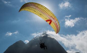 """Paraglider. Besonders erfolgreiche offensive Mischfonds und ihre Fondsgesellschaften wurden von den Portalen MMD und Asset Standard zusammen mit Focus Money als """"Herausragende Vermögensverwaltung""""  gekürt. Foto: Getty Images"""