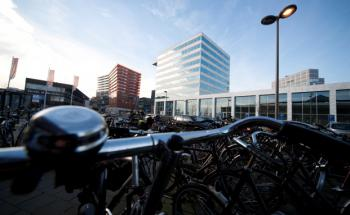 Fondsimmobilie (Bildmitte) im niederländischen Almere