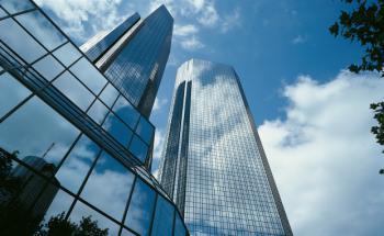 Deutsche-Bank-Zentrale in Frankfurt am Main: Das Finanzinstitut schnitt im Service-Test am besten ab. Quelle: Fotolia