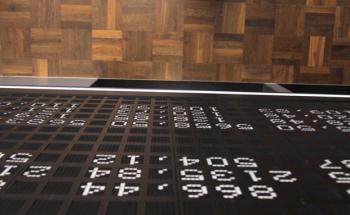 Steigen die Aktienkurse? Fallen sie? Die legendäre Tafel mit den Aktienkursen in der Frankfurter Börse gibt Auskunft