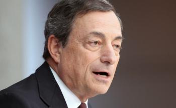 Der EZB-Vorsitzende Mario Draghi stellt weiterhin quantitative Lockerungsmaßnahmen in Aussicht. (Foto: Daniel Roland, Getty Images)