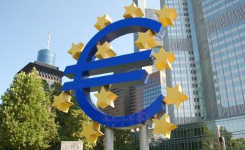 EZB-Zentrale in Frankfurt, Deutschland. Foto: Fotolia/ Erk
