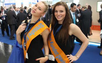 Stark im Rennen um den Titel der attraktivsten Hostessen auf <br>der DKM: der Maklerpool Fonds Finanz.