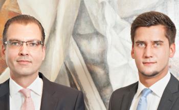 Zwei aus dem Team von Honestas Finanzmanagement: Stefan Kirchner (links), Geschäftsführer, und Torben Leitner, Leiter Fondsvertrieb. (Foto: Anna Mutter)
