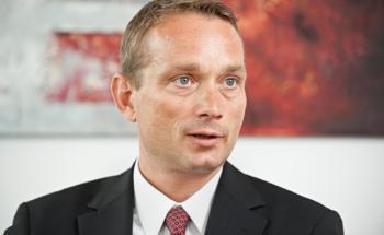 Von Kopf bis Fuß auf Schiffe eingestellt: Wolfgang Menzl ist Geschäftsführer bei Conti Corona, der Vertriebstochter der Münchener Conti-Unternehmensgruppe.