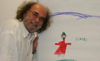 """""""Der sieht gar nicht aus wie ein Finanzmann mit der lustigen Brille<br> und dem Bart"""",stellte Nelly Dreher (9) fest. Versiko-Chef Alfred<br> Platow wurde von ihrer Schwester Frida (5) porträtiert."""