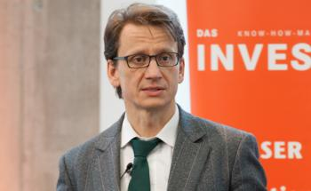 Thomas Richter hält einen Vortrag auf dem Tag der Fondsmanager von DAS INVESTMENT: Der BVI-Hauptgeschäftsführer fordert eine stärkere Kontrolle der Finanzmarkt-Kontrolleure. Foto: Christian Scholtysik