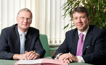 Kooperieren bei Fondspolicen: Claus Scharfenberg,<br>Vorstand Condor (links), und Klaus-Dieter Erdmann, MMD