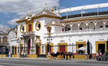 Stierkampfarena in Sevilla. Die Märkte ziehen spanische <br> Staatsanleihen den griechischen, irischen und <br> portugiesischen vor. Quelle: Pixelio