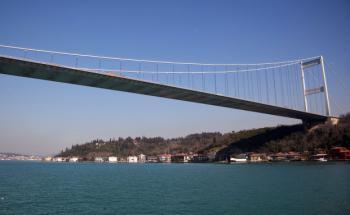 Die Bosporus Brücke in Istanbul. Sie verbindet den asiatischen und den europäischen Teil der türkischen Hauptstadt miteinander. Foto: Getty Images