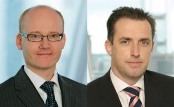Thomas Jökel und Jörg Warncke (links), Manager des besten Sparplan-Mischfonds über 25 Jahre