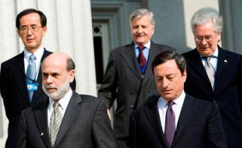 Die Geldmacher auf einen Blick (von links): Masaaki Shirakawa, Chef der Bank of Japan, Ben Bernanke, Chef der US-Notenbank, Jean-Claude Trichet, Ex-Chef der Europäischen Zentralbank, sein Nachfolger Mario Draghi und Mervyn King, Chef der Bank of England. Foto: Getty Images