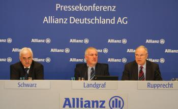 Billanzpressekonferenz 2010 bei der Allianz. <br> Vorstände von Allianz Kranken verdienten im vergangenen <br> Jahr insgesamt mehr als 3 Millionen Euro. <br> Die Bezüge der GKV-Chefs sind viel bescheidener.