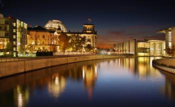 Festbeleuchtung im Reichstagsgebäude: Das Anlegerschutzgesetz <br>ist verabschiedet, Quelle: Fotolia