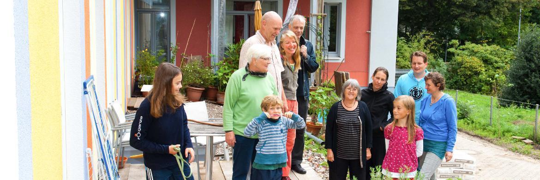 Bei der Weitergabe von Vermögen an die nachfolgende Generation setzen viele Deutsche auch auf das Vererben ihrer selbst genutzten Immobilie.|© LBS