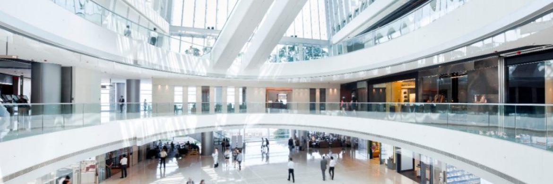 Futuristische Halle: Anleger können auch Renditevorteile erzielen, wenn sie sich jenseits der traditionellen Benchmarks umsehen.|© UBS