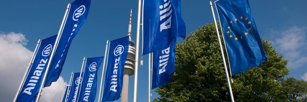 Allianz-Flaggen im Wind.