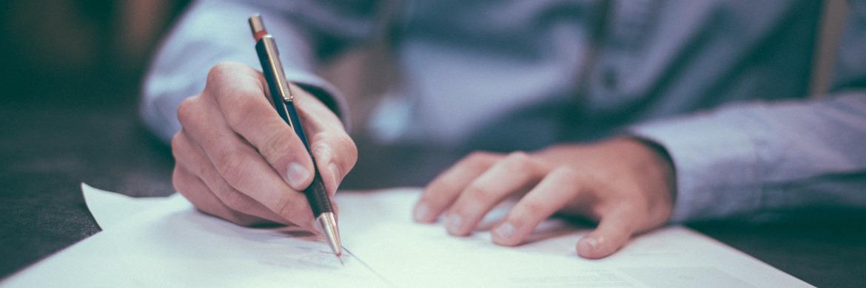 Wer einen LV-Vertrag unterschrieben hat, sollte ihn nur im Ausnahmefall kündigen. © unsplash.com