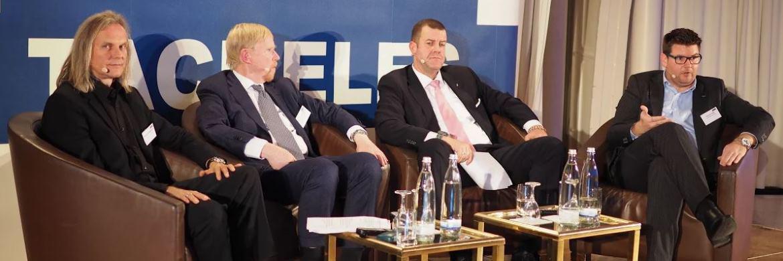 Auf der Vorabendveranstaltung Tacheles diskutierte Veranstalter Björn Drescher (3. v.l.) mit Christian Rieck, Frankfurt School of Applied Sciences, Thomas Mayer, Flossbach von Storch Research Institute, und Thomas Dapp, Deutsche Bank Research (v.l.)