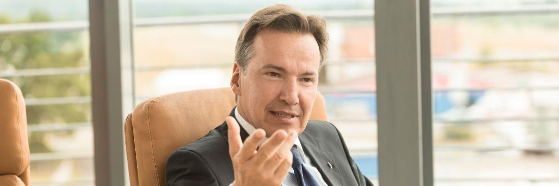Wolfgang Dippold gründete 1995 zusammen mit Jürgen Seeberger die Project Investment Gruppe, die heute als Kapitalverwaltungsgesellschaft (KVG) Fonds für private und professionelle Investoren auflegt und für Research, Einkauf, Entwicklung und Vermarktung der Immobilien zuständig ist. Der 54-Jährige lebt mit seiner Familie in Bamberg.|© Foto: Michael Sommer