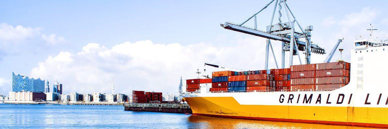 Containerschiff im Hamburger Hafen|© unsplash.com