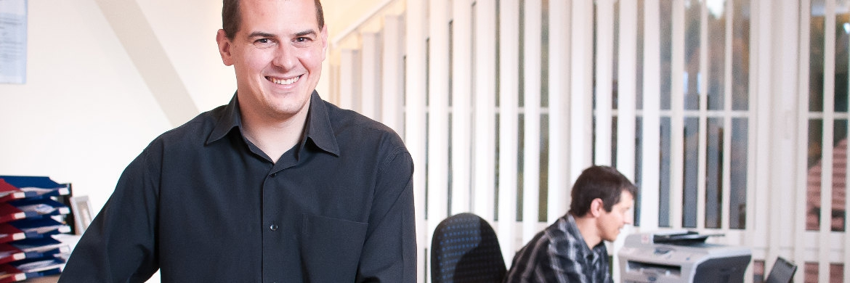 Tobias Bierl (vorne) ist gemeinsam mit seinem Bruder Stefan Gesellschafter der Finanzberatung Bierl aus Kirchenrohrbach bei Regensburg.|© Finanzberatung Bierl GbR