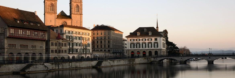 Die Großmünster Kirche in der Altstadt von Zürich|© pixabay.com