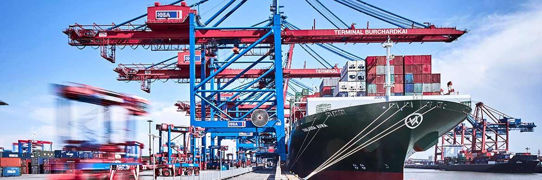 Containerschiff im Hamburger Hafen. Der durchschnittliche Kurs der gehandelten Schiffsfonds lag 2016 bei 23 Prozent und damit vier Prozentpunkte niedriger als im Jahr zuvor.|© HHLA/Thies Rätzke