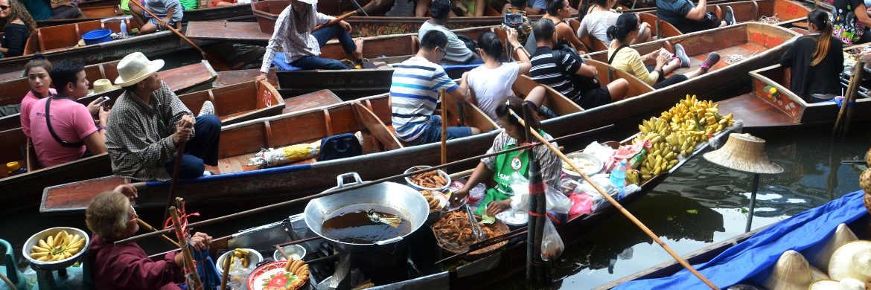 Schwimmender Markt in Bangkok: Auch Multi-Asset-Fonds setzen auf ein vielfältiges Angebot|© pixabay.com