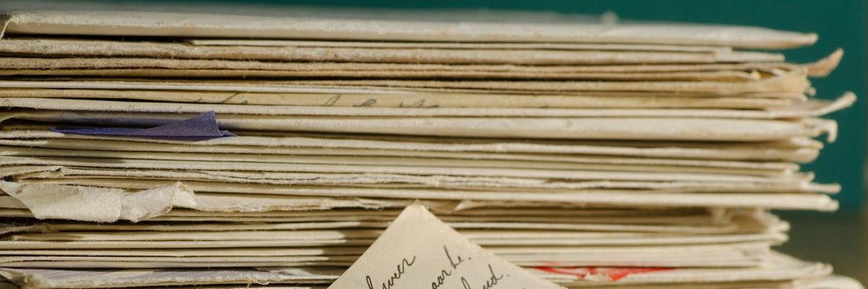 Ein Papierberg: Anlagevermittler werden künftig deutlich mehr Arbeit damit haben, die gesetzlichen Vorgaben zu erfüllen|© pixabay.com