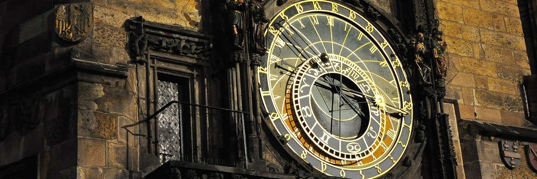 Historische Uhr: Der Aberdeen Global – Multi Asset Income Fund kombiniert traditionelle und neuartige Anlageklassen|© pixabay.com