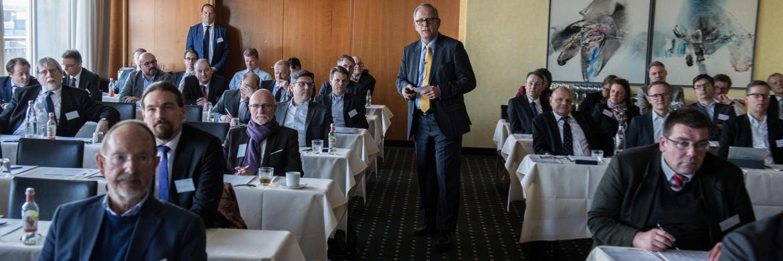 Jürgen Dumschat von Aecon, Mitveranstalter der Champions-Tour von Universal-Investment, bei der Veranstaltung in Hamburg |© Universal-Investment