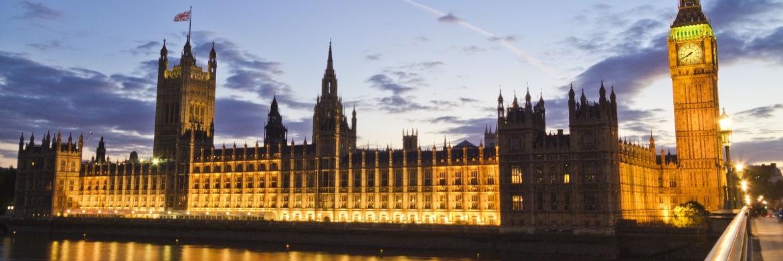 Das Londoner Parlamentsgebäude und der Elizabeth Tower (Big Ben) bei Nacht|© pixabay.com
