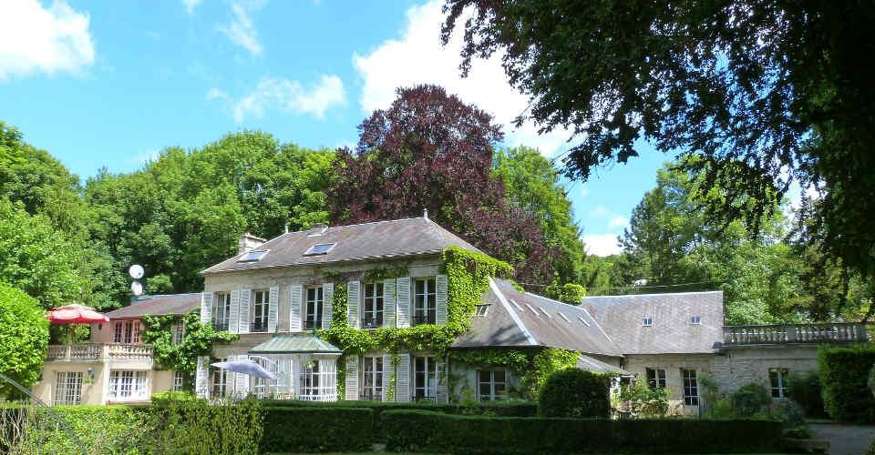 Nahe Paris: Anwesen von Winnetou-Darsteller Pierre Brice steht zum Verkauf