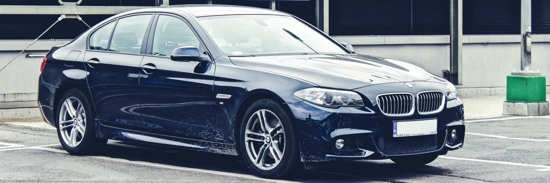 US-Präsident Donald Trump kündigte noch vor seiner Amtseinführung höhere US-Importzölle für ausländische Autos an und nannte dabei explizit den Münchner Auto- und Motorradhersteller BMW.