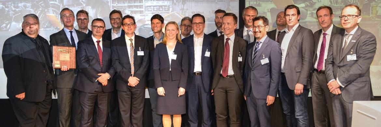 Vertreter der prämierten Unternehmen und Jury-Mitglieder während der Preisverleihung