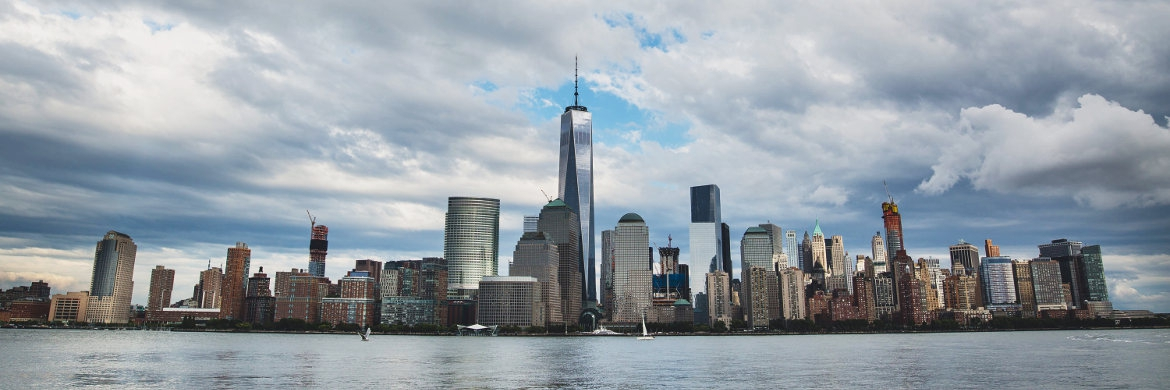 Die neue Skyline von Manhattan mit dem One World Trade Center in der Mitte | © unsplash.com