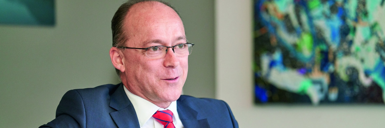 Martin Dilg leitet seit November 2016 den Vertrieb der Publikumsfonds der US-Fondsgesellschaft AB in Deutschland, Österreich und der Schweiz. Dilg kam von Barings, wo er von 2011 bis August 2014 im Vertrieb tätig war. Zuvor war er zwölf Jahre bei der Fürst Fugger Privatbank als Leiter der Managerauswahl und als Dachfondsmanager tätig.