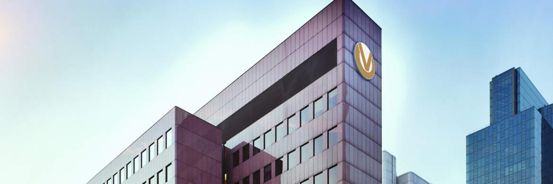 Die Zentrale der Deutschen Vermögensberatung in Frankfurt am Main: DVAG-Vorstand nennt 3 Möglichkeiten, die Negativzinsen zu umgehen|© DVAG