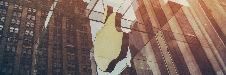 Apple-Logo an einer Glasfassade|© Unsplash