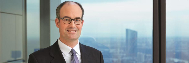 Felix Hüfner zählt zu den  profiliertesten Volkswirten Europas.  Er ist Senior-Volkswirt für Europa  und Chefvolkswirt  für Deutschland bei der UBS Investmentbank.