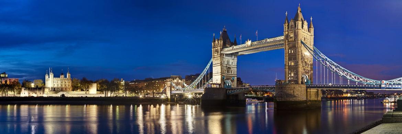 N&auml;chtliches London-Panorama mit Tower Bridge im Vordergrund&nbsp;|&nbsp;&copy; clearlens-images / <a href='http://www.pixelio.de/' target='_blank'>pixelio.de</a>