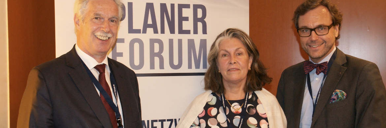 Die Initiatoren des Finanzplaner Forums Otto Lucius (li.) und Guido Küsters mit Referentin Gesa Engelschall vond der Hamburgischen Kulturstiftung