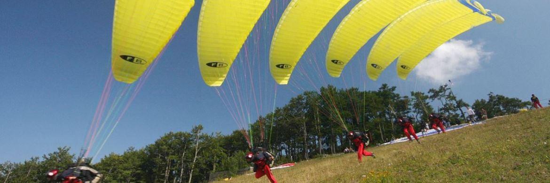 Fallschirmspringer in Aktion: Wer an den Finanzmärkten investiert hat Gewinnchancen, geht aber auch Risiken ein|© Pixabay