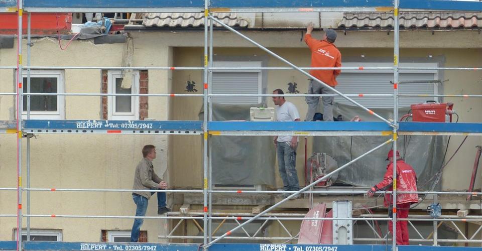 Bestandsimmobilien: Wie Vermieter Renovierungskosten von der Steuer absetzen können