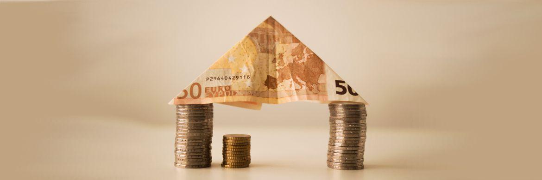 Für Immobiliendarlehen müssen Verbraucher wieder mehr zahlen.|© skitterphoto.com